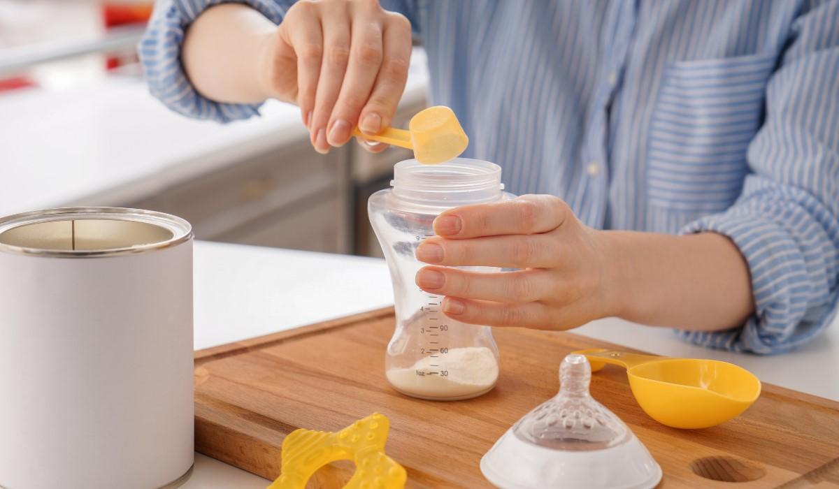 mixing formula milk